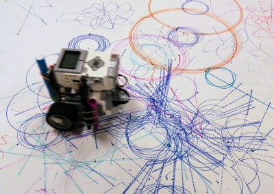 Robot tegner krusedullekunst