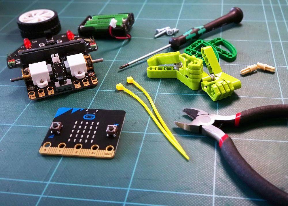 Robot-Bob bygges med micro:bit og LEGO-klodser