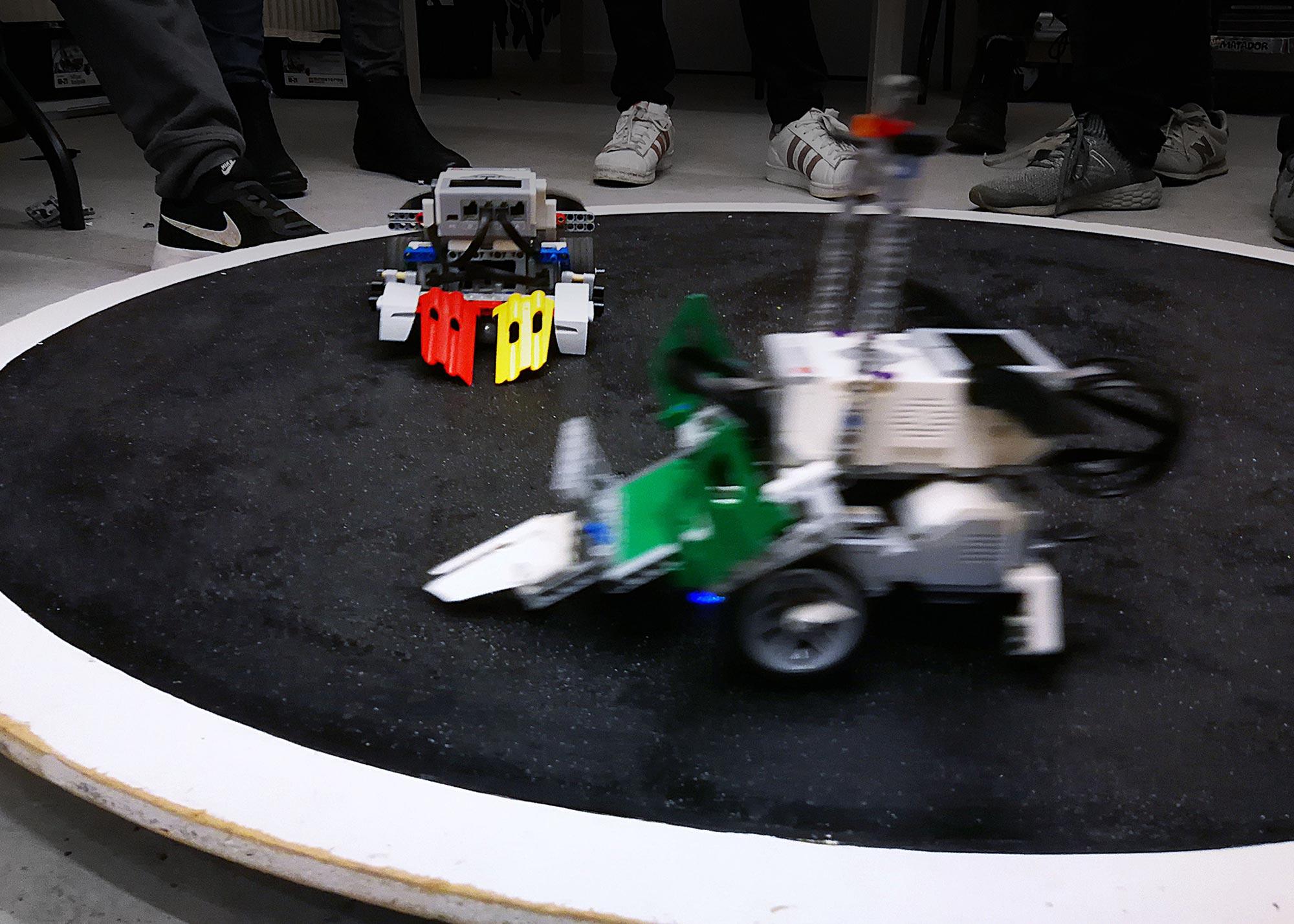 Robotsumobrydning på Kids City Lab